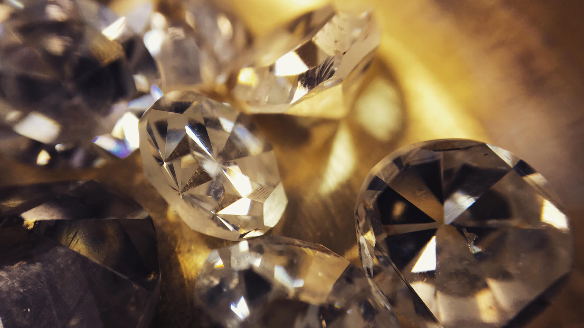 With over 25 years' experience in the diamond industry